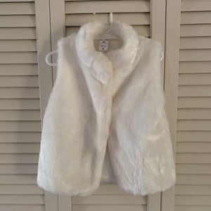 Carter's toddler sz 5t white faux fur vest